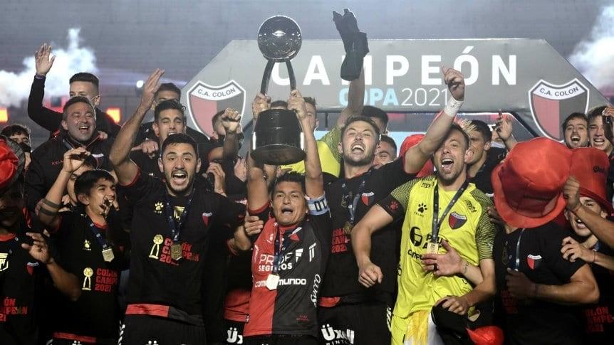 Colón gritó campeón: goleó a Racing 3-0