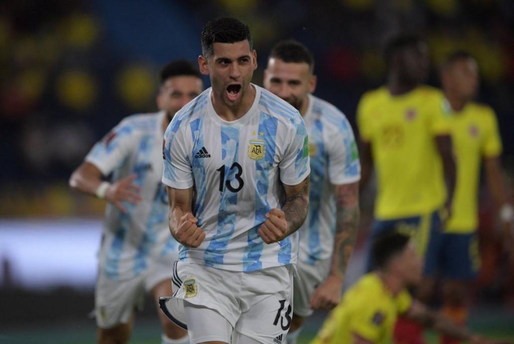 Argentina dejó pasar la ocasión e igualó con Colombia 2-2