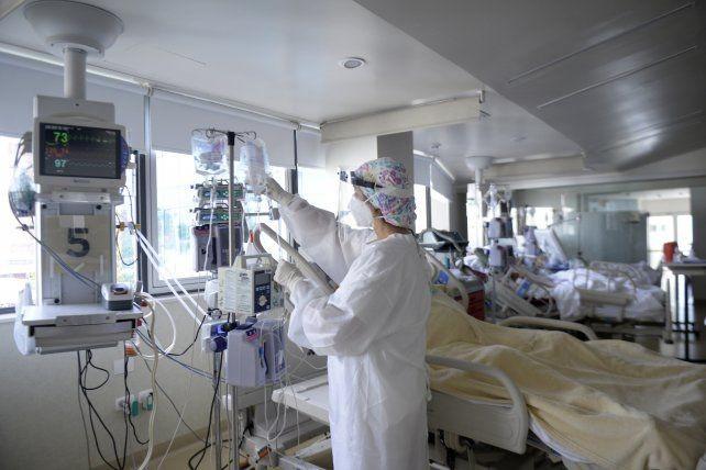 Definen si abren más actividades, pero la situación sanitaria sigue muy crítica