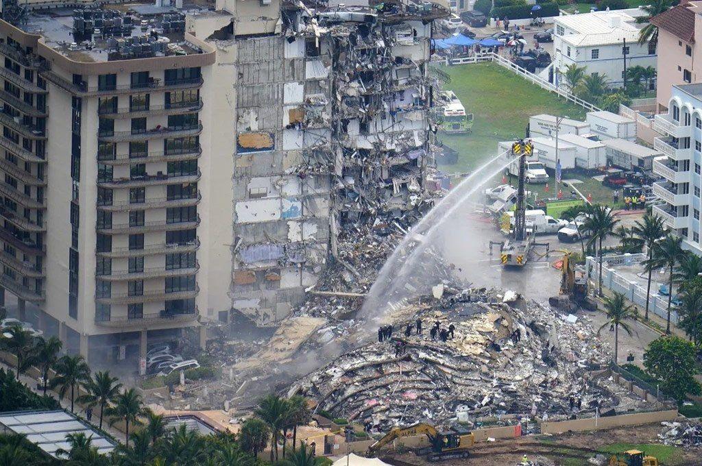 Miami son 12 los muertos y piden más rescastistas
