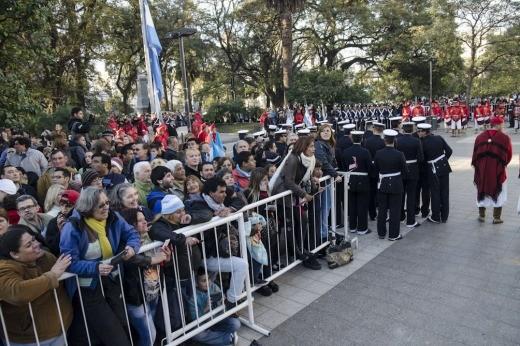 Los tucumanos salieron a la calle para celebrar los 200 años de la Independencia
