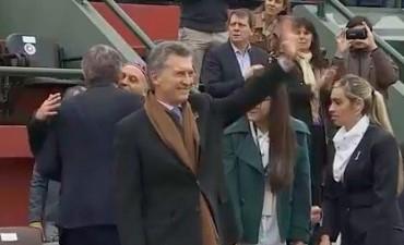 Mauricio Macri dio marcha atrás y asistió al cierre de los festejos por el Bicentenario