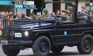 La presencia de Aldo Rico en el desfile generó polémica en las redes sociales