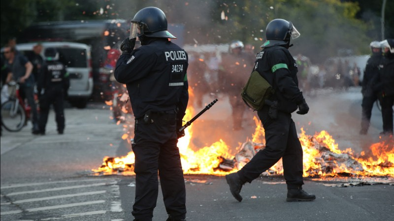 Nuevas protestas en Hamburgo tras los incidentes que dejaron 111 policías heridos