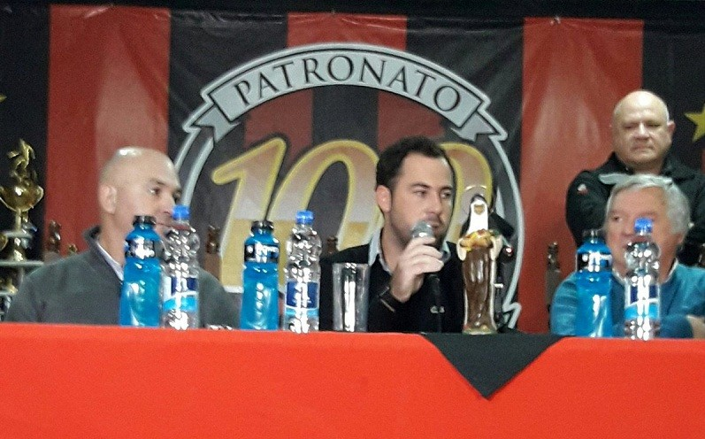 Juan Pablo Pumpido fue presentado como nuevo DT de Patronato