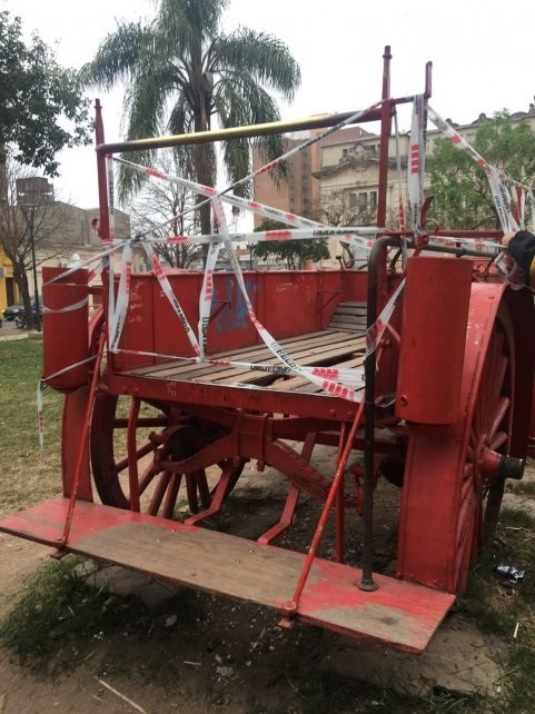 Clausuraron el tradicional carro de bomberos de la plaza San Martín