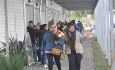 Vuelve el mercado de flores al Cementerio Municipal