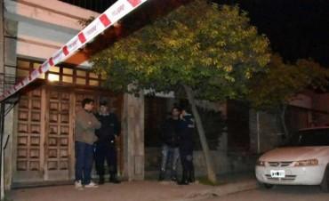 Conmoción en Córdoba por el hallazgo de una familia muerta en una casa