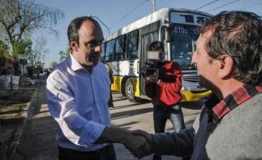 Inauguran la renovada plaza Arenales