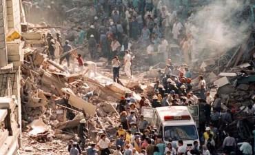 Confirman ADN de dos víctimas en la camioneta hallada en el atentado a la AMIA