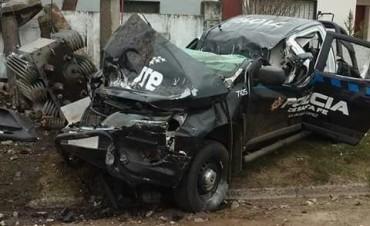 Venado Tuerto: tres policías heridos tras chocar el móvil contra una columna de luz en medio de una persecución