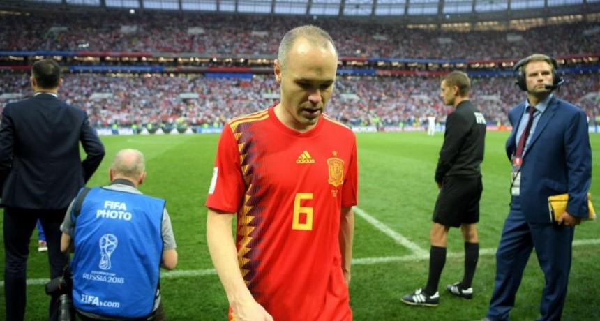 Andrés Iniesta anunció que no jugará más con España