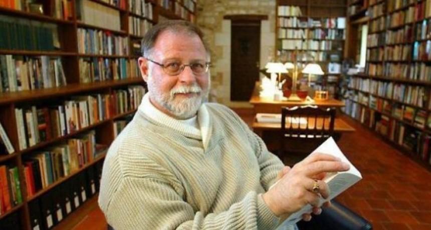 Renunció Alberto Manguel, director de la Biblioteca Nacional