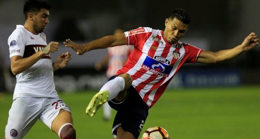 Lanús perdió por penales ante Junior y se quedó afuera de la Sudamericana
