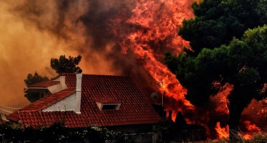 Suben a 91 los muertos por los incendios en Grecia