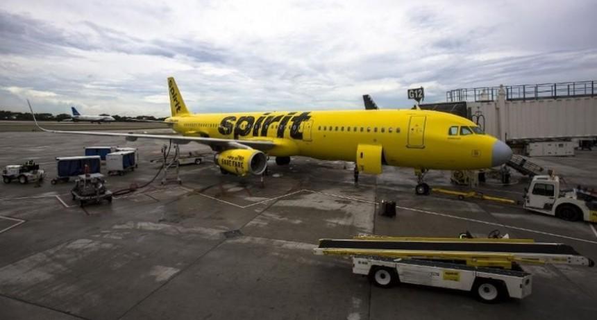 Otra vez un avión debió aterrizar de emergencia por un apestoso olor