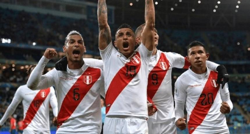 Perú goleó a Chile y jugará la final de la Copa América