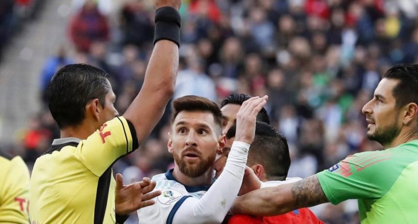 AFA pidió a Conmebol que le quiten la tarjeta roja a Messi