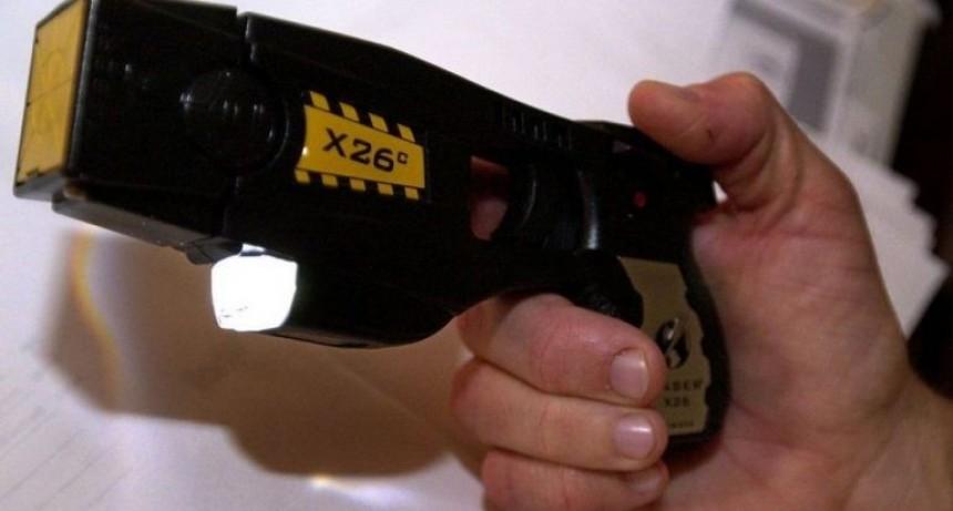El Gobierno compró cien pistolas Taser para las fuerzas federales