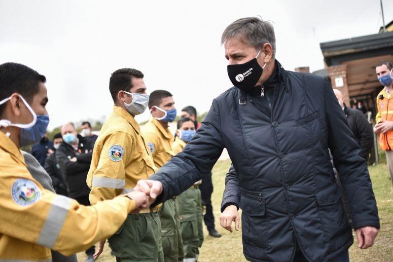 Jatón visitó la base de operaciones destinada a combatir los incendios en las islas