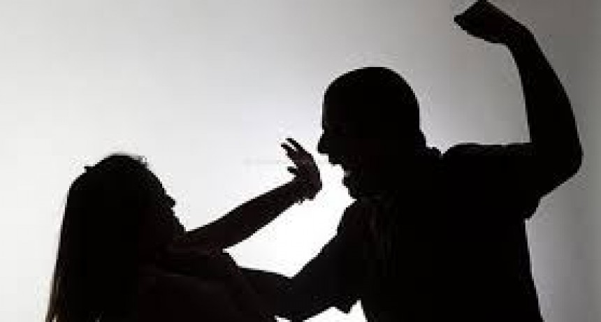 Detuvieron a un policía tras golpear salvajemente a su pareja
