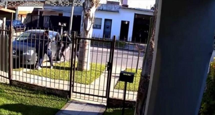 Violento robo se llevan el auto con el hijo adentro