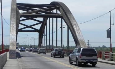 Falleció una motociclista tras un derrape en el puente Carretero