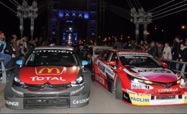 Los autos del Súper TC2000 pasaron por el Puente Colgante