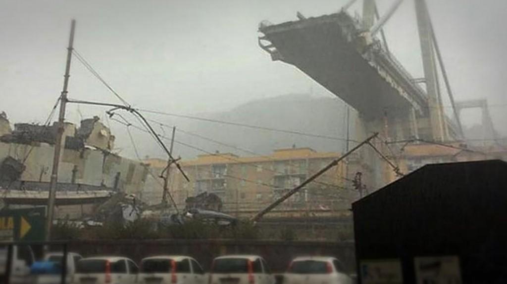 Se cayó un puente en Italia y hay al menos 35 muertos
