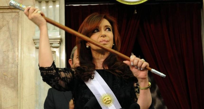 Bonadio ordenó devolver las bandas y bastones presidenciales