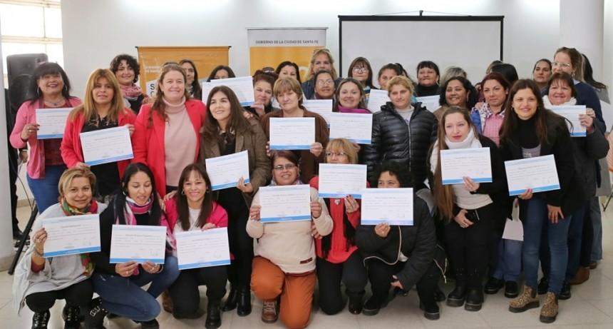 El Municipio entregó certificados de formación a cuidadores domiciliarios