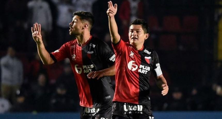 Colón goleó y se metió en semifinales de la Sudamericana