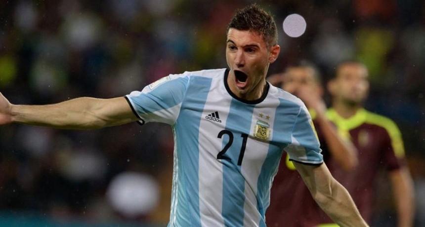Alario, citado a la Selección Argentina