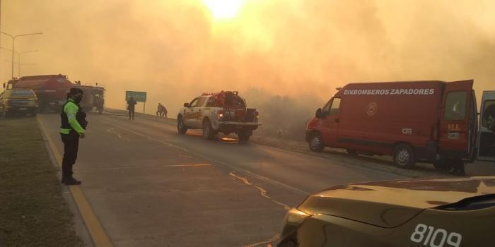 Se produjo un incendio de pastizales en el ingreso a Santa Fe desde Paraná cerca de la Ruta 168