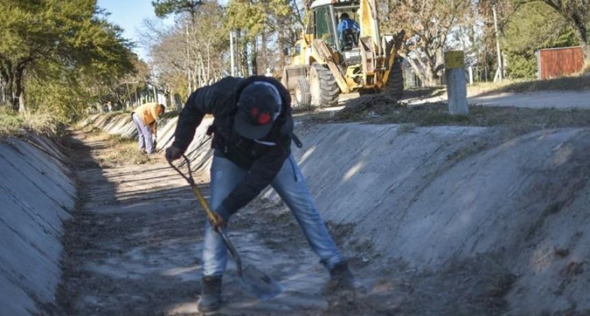 La Municipalidad limpió 8.000 metros de canales en Colastiné Norte