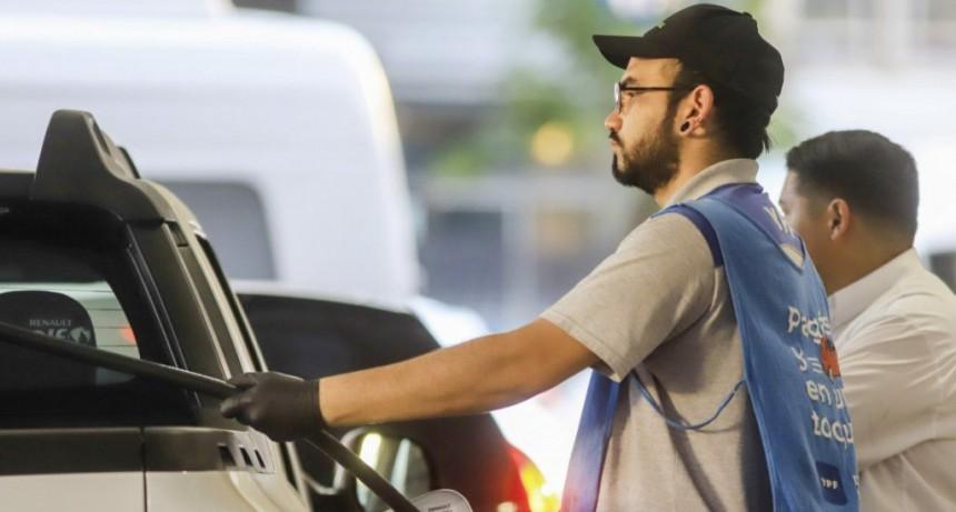 Desde hoy, los combustibles serán un 4,5 % más caros