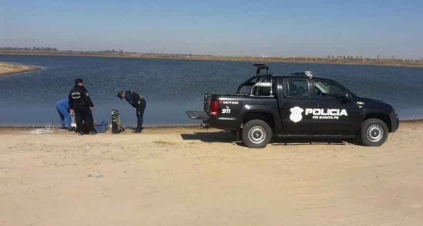 Cayó una camioneta a la laguna Setúbal y murieron tres ocupantes
