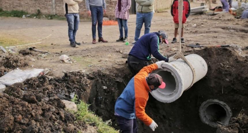 La Municipalidad realiza trabajos de entubado en barrio San Pantaleón