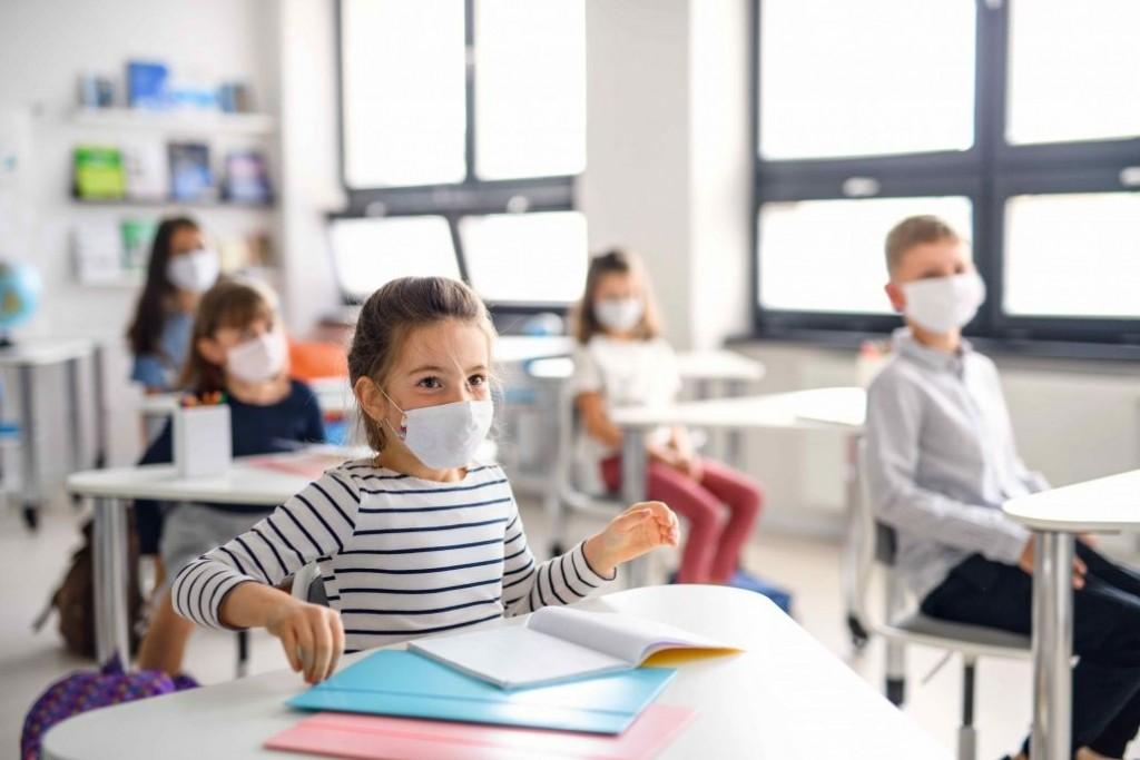 Analizan reducir el distanciamiento para que haya más presencialidad en las escuelas