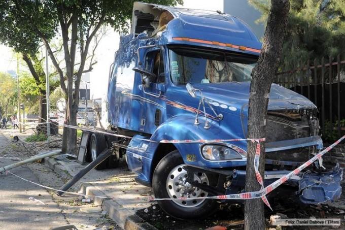 Conducía alcoholizado un camión, chocó y mató a dos personas en Villa Real