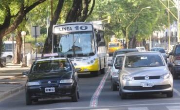Colectivero y pasajero frustraron el asalto a un coche de la Línea 10