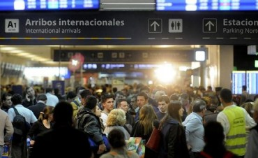 Sigue el conflicto en Aerolíneas: hay miles de pasajeros varados