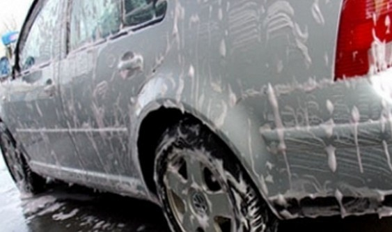 Proponen que los lavaderos de autos usen agua de lluvia