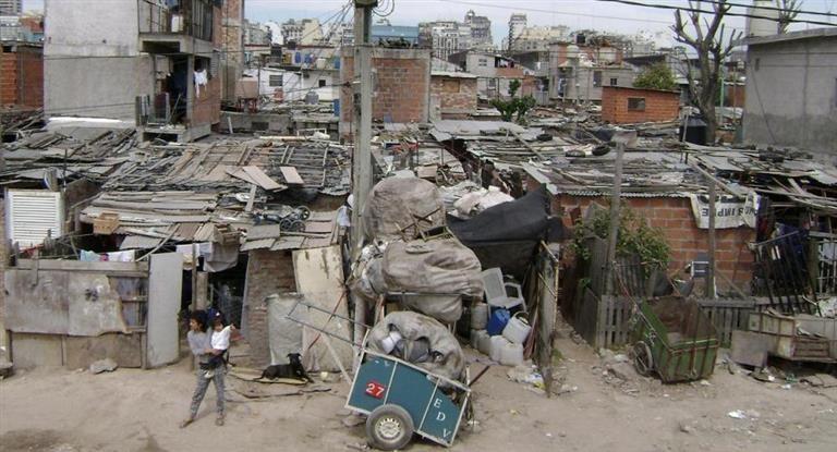 La tasa de pobreza en Argentina bajó a 28,6%