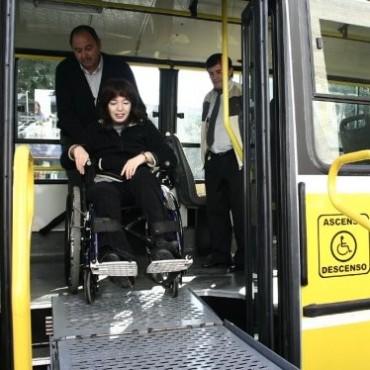 No pagarán boleto los que acompañen a personas con discapacidad