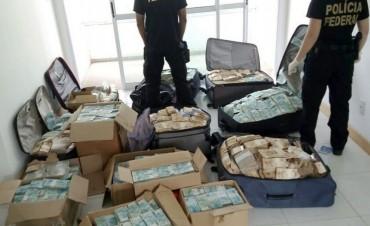 Brasil: hallan valijas y cajas llenas de billetes en un departamento de un ex ministro de Michel Temer