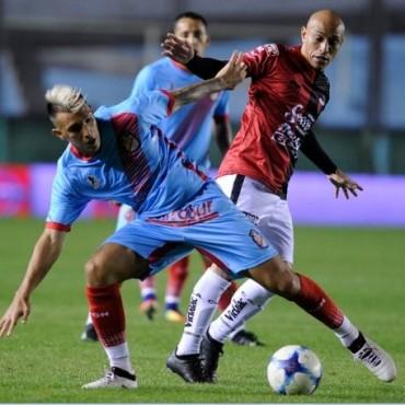 Colón le ganó a Arsenal en el Viaducto