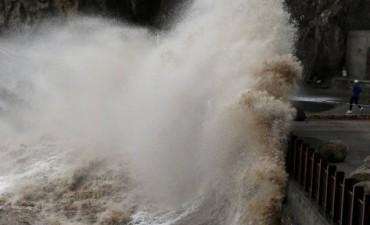 El Tifón Talim deja dos muertos y decenas de heridos tras su paso en Japón