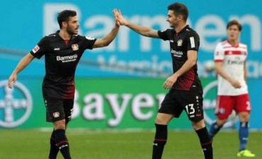 Alario metió un gol en su debut en Alemania