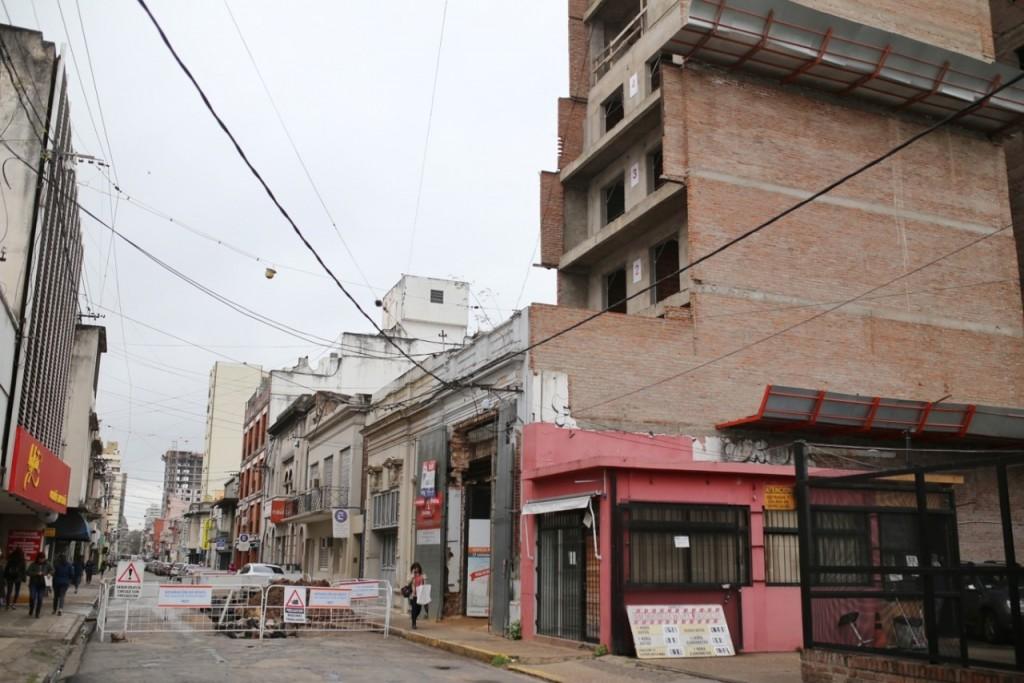 Por grave obstrucción de desagües, el Municipio clausuró una obra y la constructora